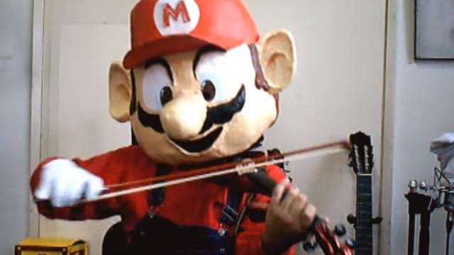 Y por si fuera poco, también toca el violín